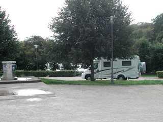 Aire De Stationnement Camping Car Proche D Un Plan D Eau