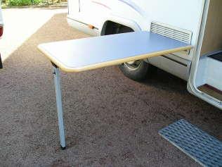 Vos id es et astuces par campingcar bricoloisirs - Table pliante pour camping car ...
